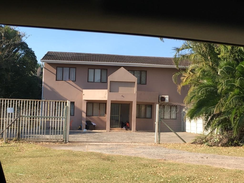 28.5 Bedroom Freehold For Sale in Uvongo