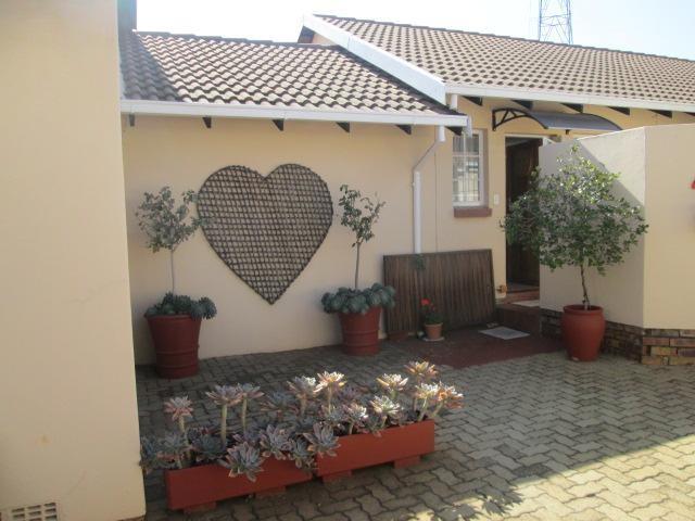 2 Bedroom Retirement Unit For Sale in Die Wilgers | Tyson Properties