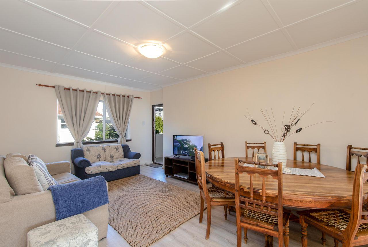 2 Bedroom Apartment For Sale in Rondebosch