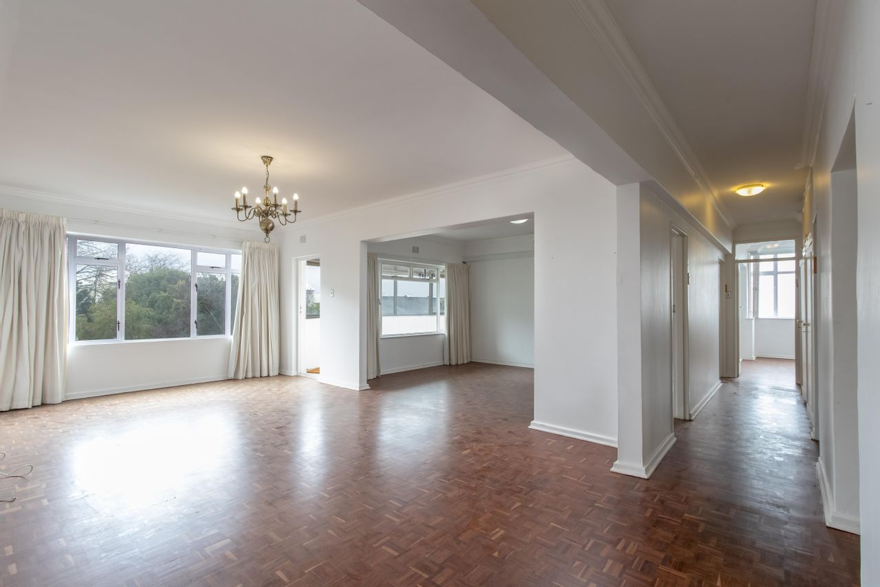 3 Bedroom Apartment For Sale in Kenilworth Upper