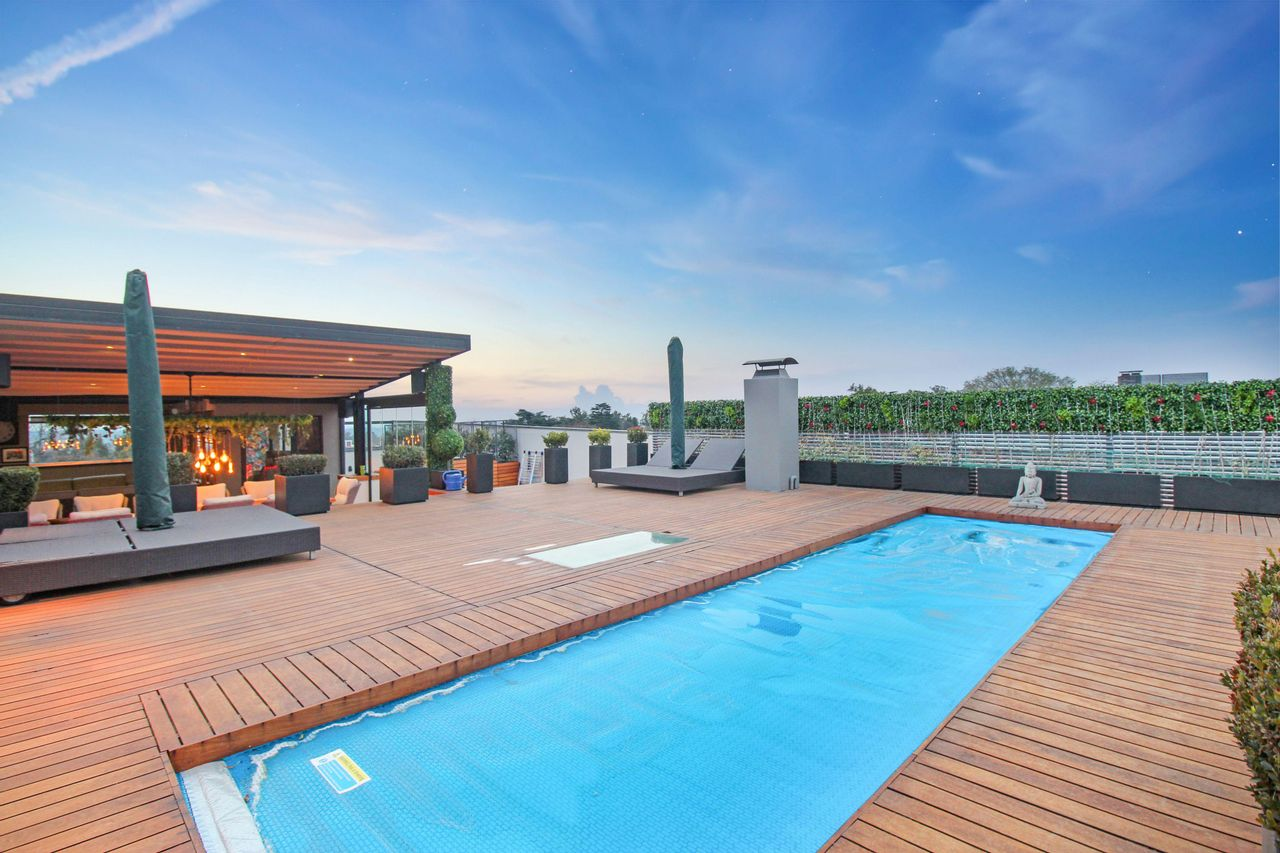 3 Bedroom Penthouse For Sale in Hyde Park
