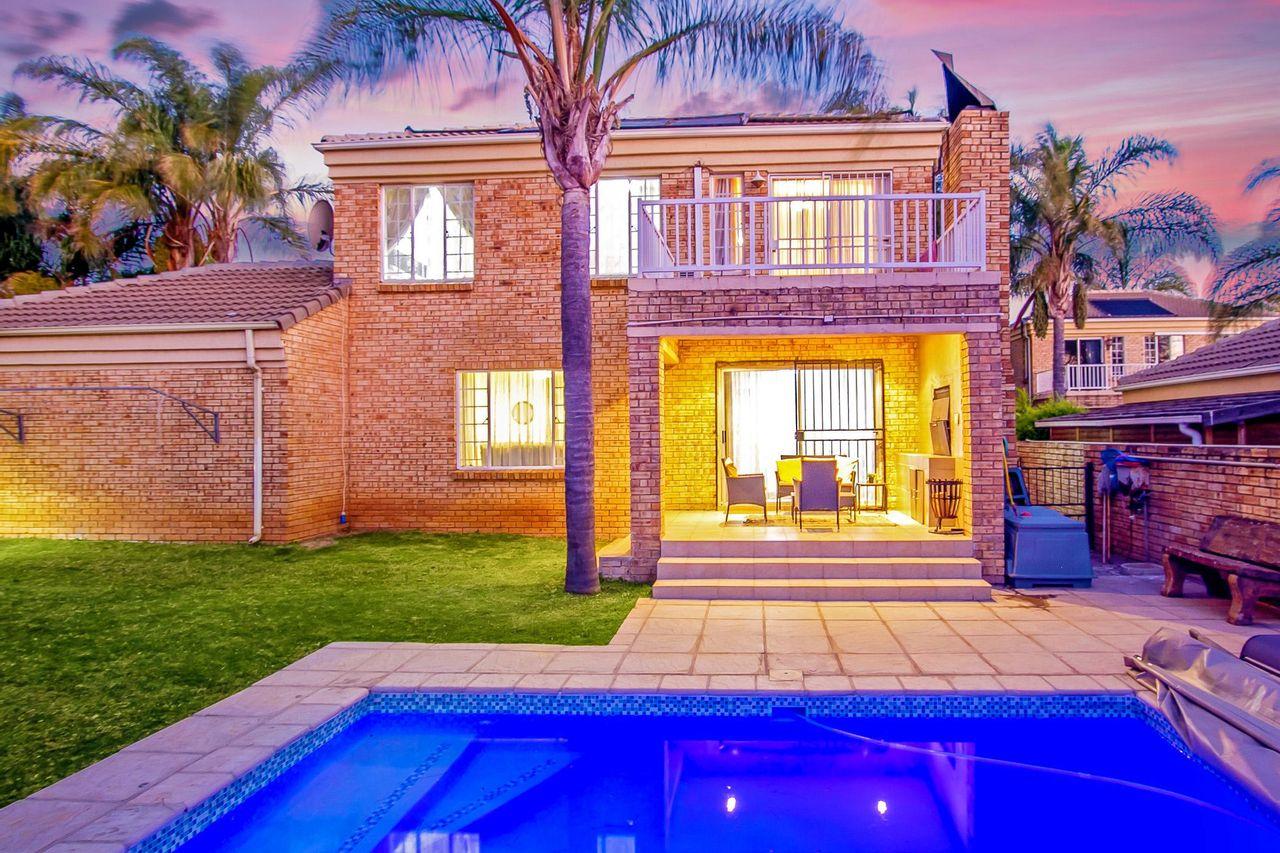 3 Bedroom Duplex For Sale in Honeydew Ridge
