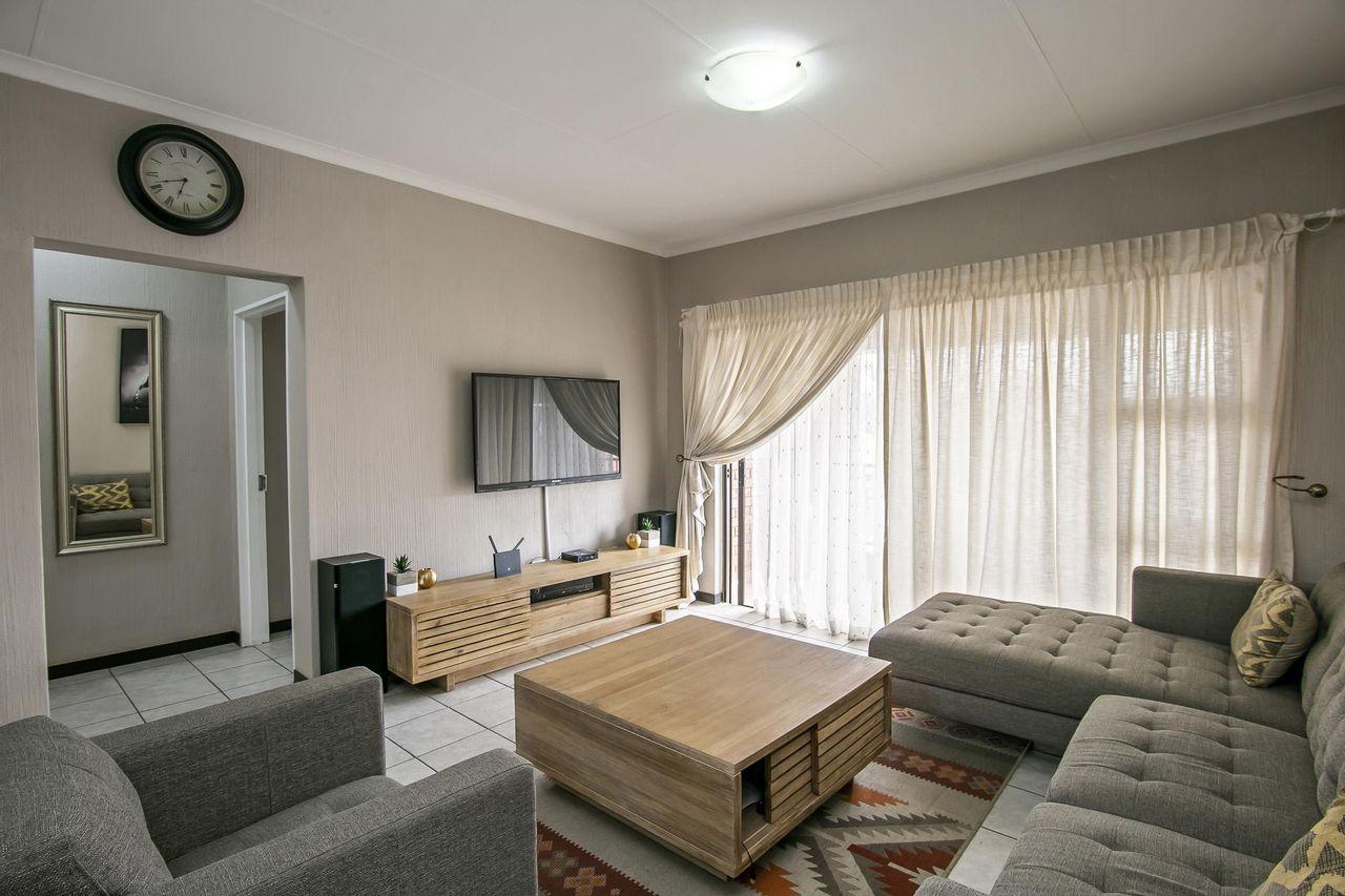 2 Bedroom Apartment For Sale in Wilgeheuwel